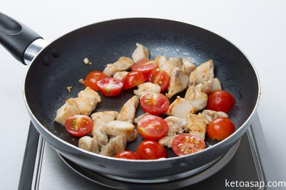 add tomato to chicken for linguni