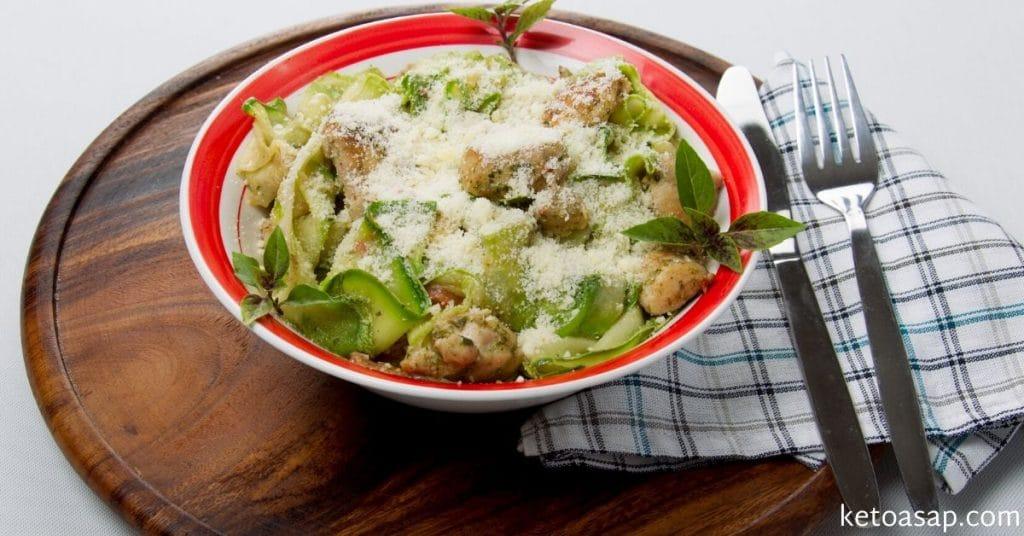 chicken pesto and zucchini pasta