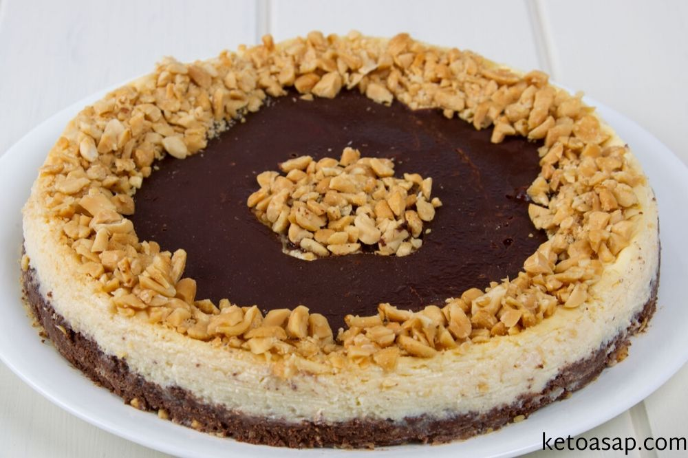 decorate and serve brownie cheesecake