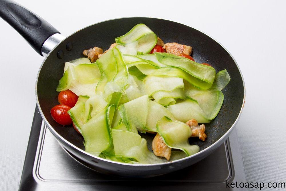 zucchini basil chicken for linguini