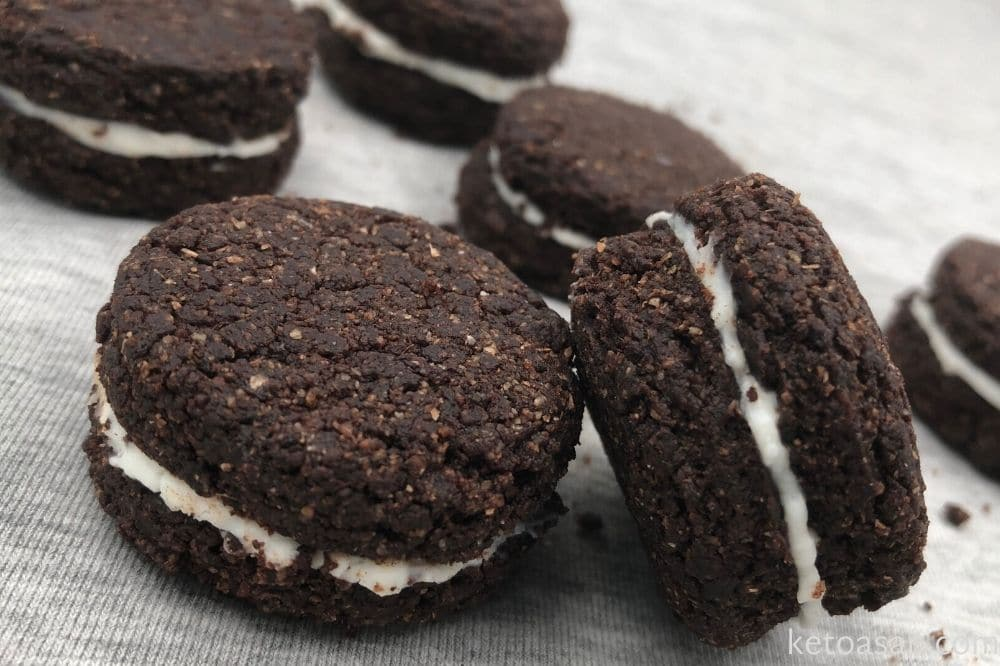 add cream fillings to oreos
