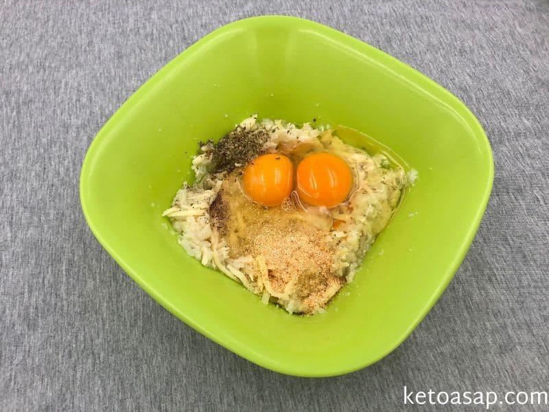 add gouda eggs spices