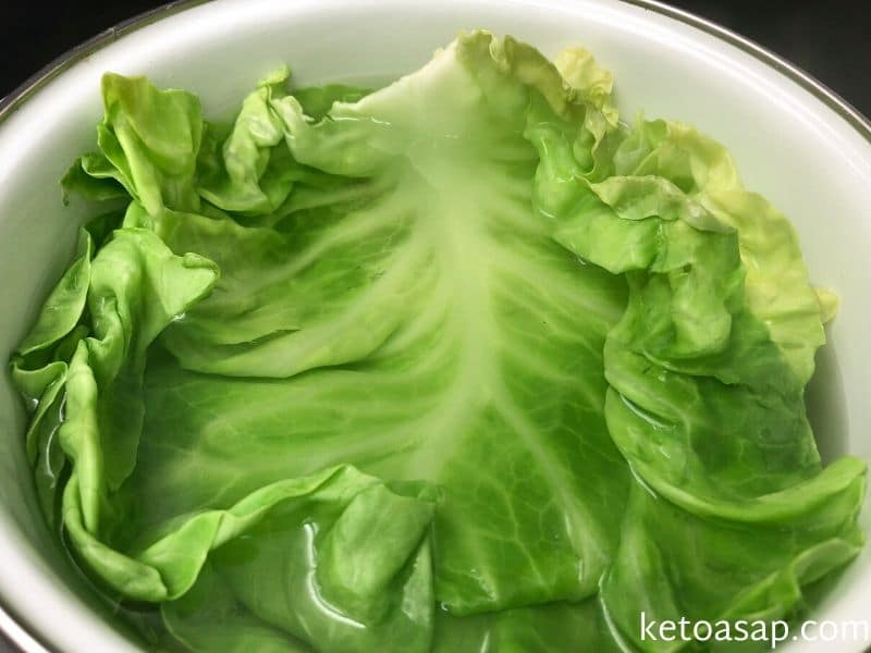 cook cabbage leaves boiling water